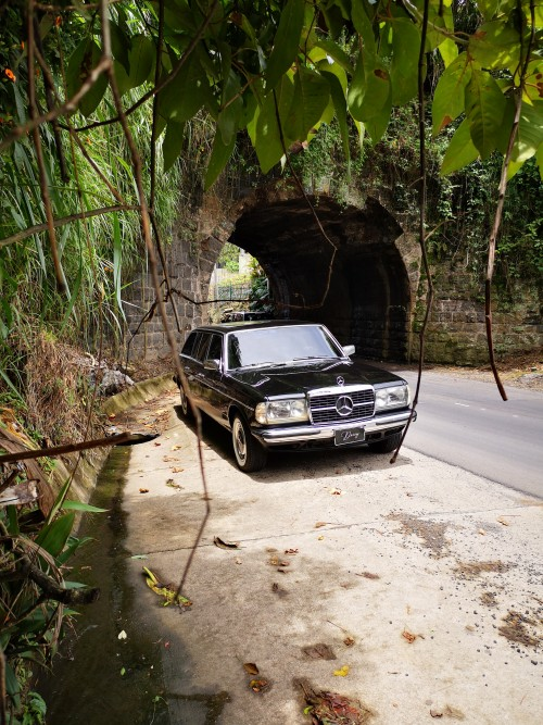 EltunelenlacarreteraaTurrialbaCOSTARICA.300DLIMOUSINEW123.jpg
