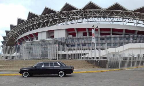 EstadioNacionaldeCostaRicaMERCEDES300DLANGLIMOSINA.jpg