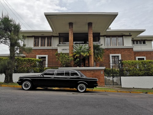 RETROMANSION.COSTARICALIMOUSINETRANSPORTATIONMERCEDESW123300D.jpg